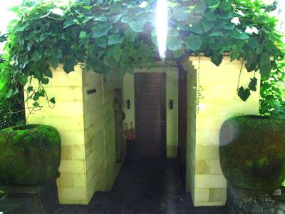 UmahDewiの玄関