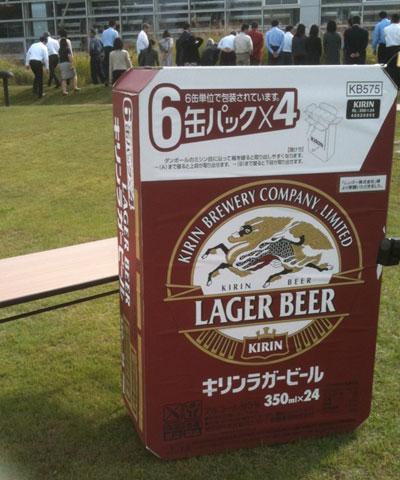巨大ビールケース